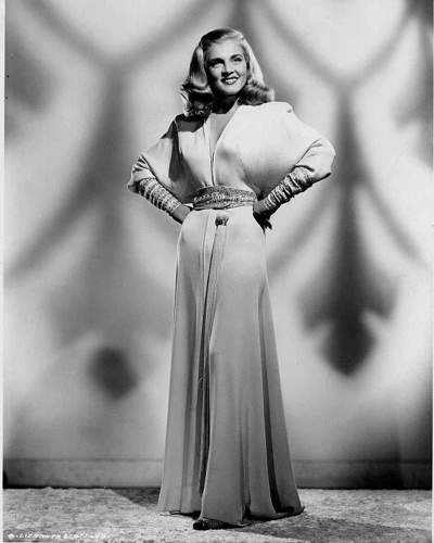 Beautiful full portrait of Lizabeth Scott from the 1946 movie Dead Reckoning.